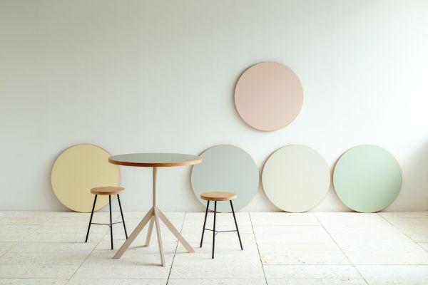 お部屋をおしゃれなカフェっぽい雰囲気に。天板カラーとサイズが選べる「Favrica」のラウンドテーブル