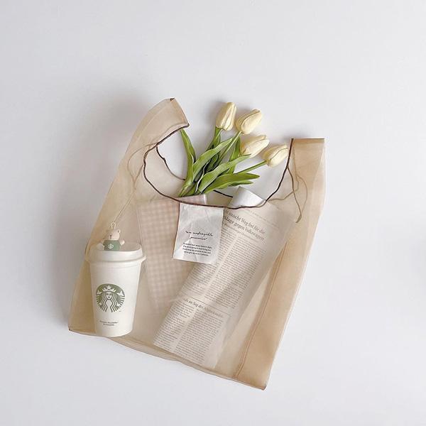 これがダイソーで買えちゃうなんてずるすぎ…。透け感が超絶かわいい「オーガンジーバッグ」はゲット必須