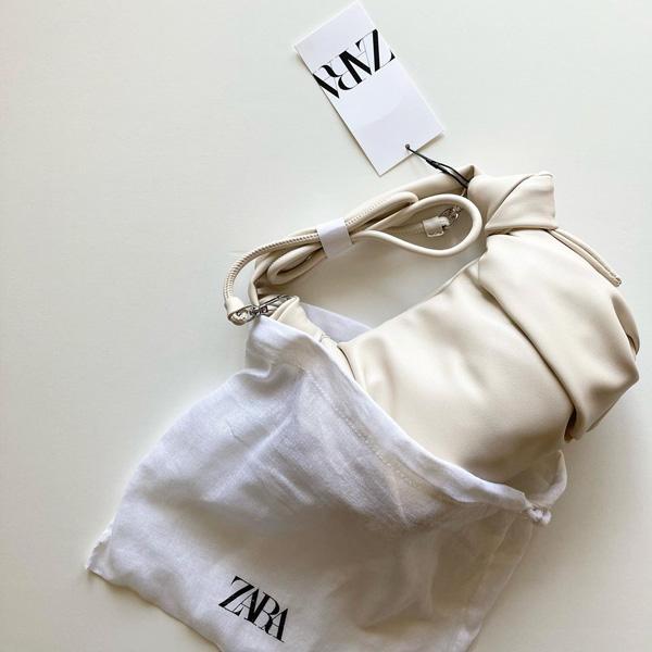 【ZARA】形・カラー・素材すべてに高見え要素が満載!持つだけで垢抜ける「ノットバッグ」は今季のマストハブ
