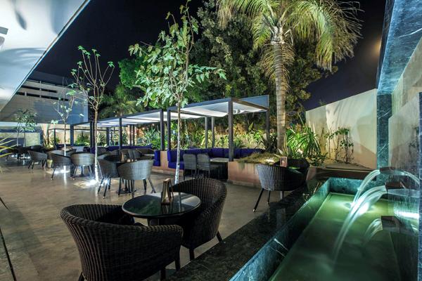 Starbucks-Villa_Casablanca_
