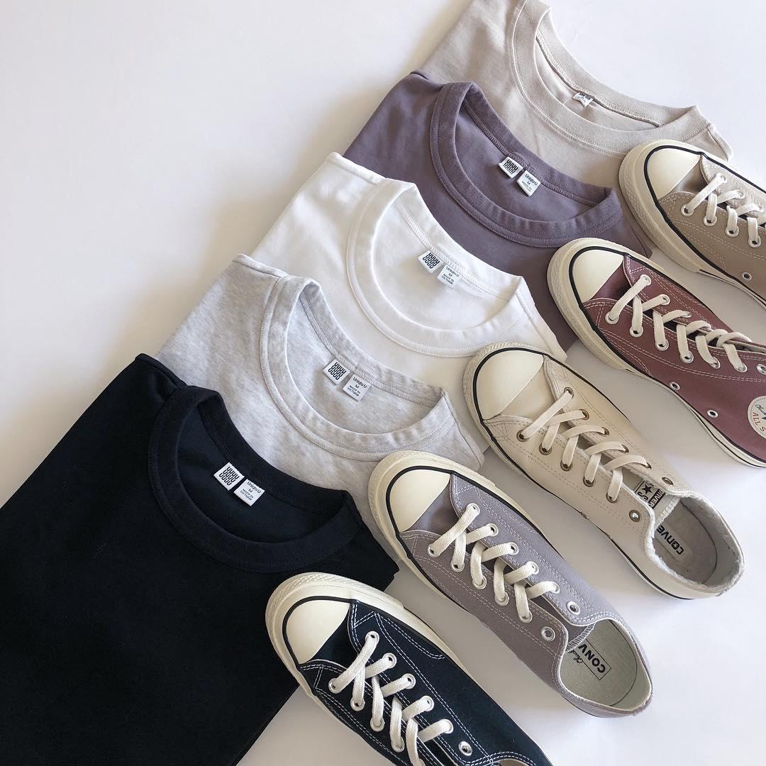 靴 何色に見える